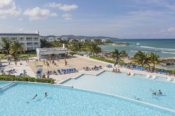 Montego Bay Shore Excursion: Grand Palladium Resort and Spa Luxury Beach Day Pass