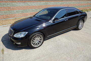 Transportation in Warsaw by Mercedes S-Class Limousine