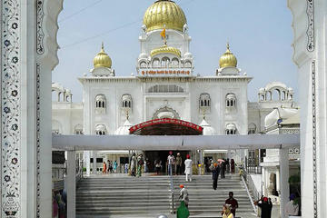Private Gurudwara and Akshardham Temple Tour with Lunch and Transfer
