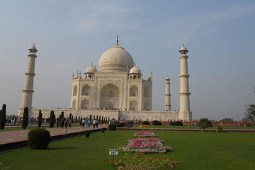 Private Same day Tajmahal trip with Flight and Meal