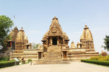 Private Tour: 2-Day Temples of Khajuraho with ASI Museum and Light...