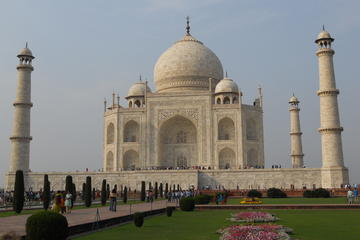 Private Tour: Full-Day Taj Mahal City...