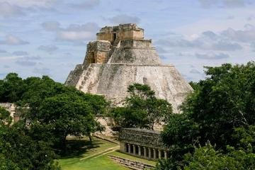 Private 2 Day Yucatan Peninsula Highlights Tour Chichen Itza Ik-kil Merida and Uxmal