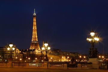 Excursão turística noturna em Paris