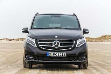 Private Arrival Transfer by Luxury Van from Prague Hlavni Nadrazi Railway Station