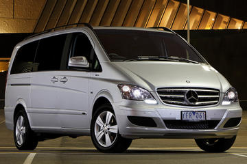 Private Transfer: One-Way Transfer from Budapest to Prague by Luxury Minivan