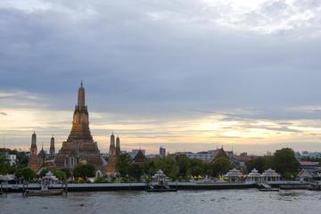 運河とワット アルンを巡る半日バンコク市内観光…