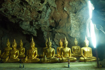 Wat Mahathat Worawihan and Summer Palace Day Trip from Hua Hin...