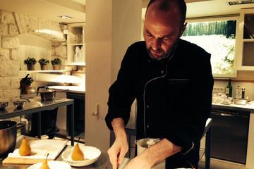 Aula de culinária à noite em Paris...
