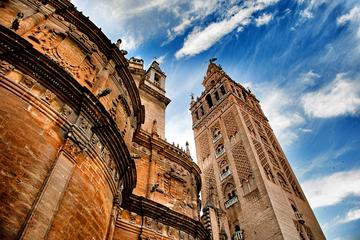 Monumentaal Seville: Tour met gids zonder wachtrij naar de kathedraal ...