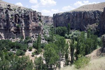 Recorrido por la ciudad subterránea Derinkuyu y el Valle de Ihlara