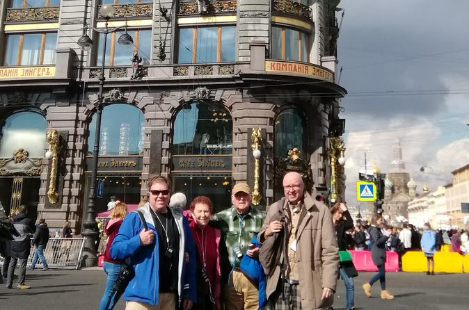 Travel back in time by walking on Nevskyi prospect in Saint Petersburg