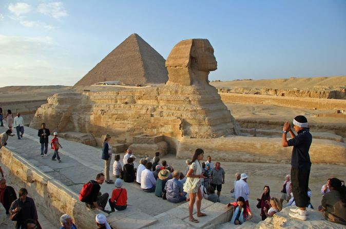 Private Tour: Giza Pyramids, Sphinx and Valley Temple with Lunch from Cairo
