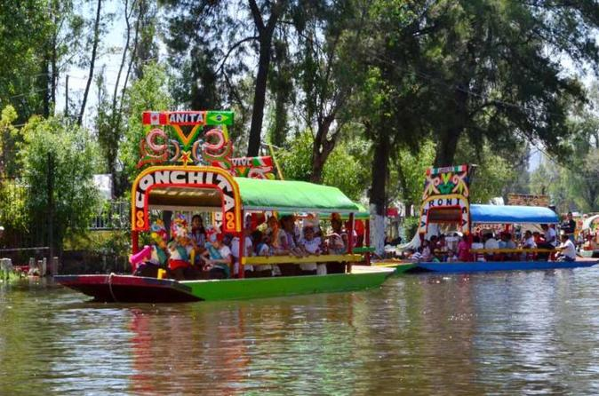 FRIDA KALHO IN XOCHIMILCO TROUGHT UNIVERSITY COYOACAN AND CUICUILCO PYRAMID