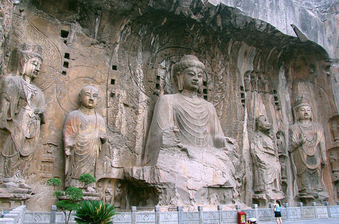 Xi'an to Louyang Private Day Tour by High Speed Train: Longmen Grottoes and Shaolin Temple