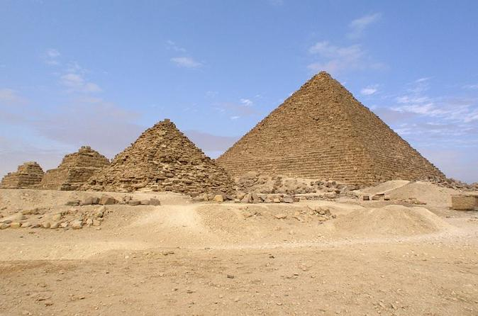 Private Day Tour with Guide to Giza Pyramids Egyptian Museum and Khan El Kahlili Bazaar in Cairo