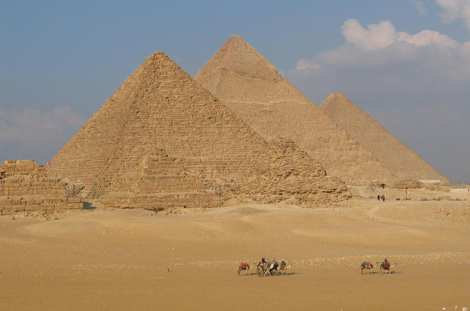 Private Guided Day Trip to Giza Pyramids and Khan El Khaili Market from Cairo