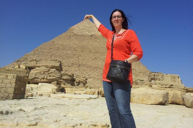 Private Pyramid Tour of Giza Saqqara and Memphis with Guide from Cairo including Airport Transfers
