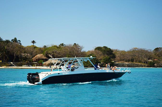 Excursão de barco particular às Ilhas Rosário e Baru
