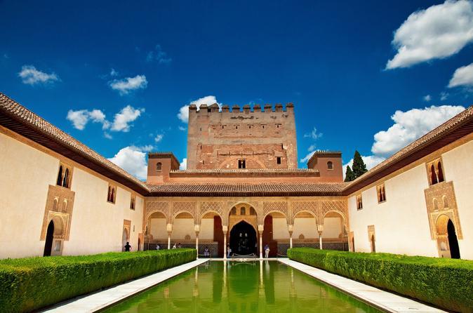 Excursão guiada para grupos pequenos para Alhambra e Generalife em Granada