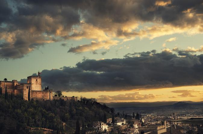 Granada Walking Tour of the Albaicin and Sacromonte Neighborhoods