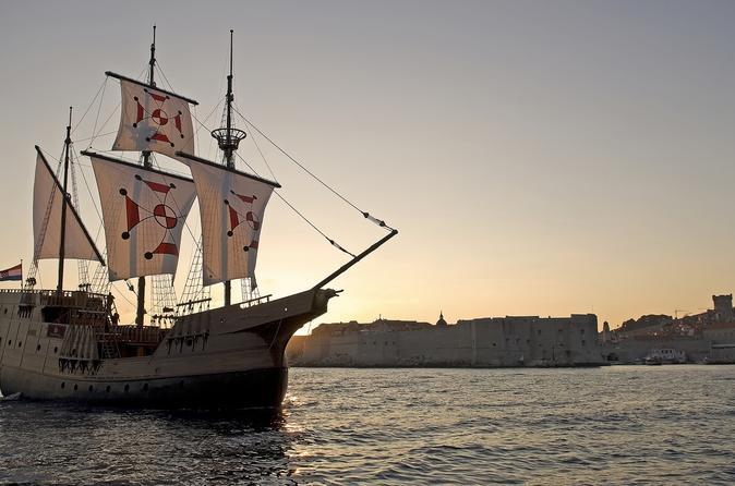 Cruzeiro com jantar ao pôr do sol de Dubrovnik em uma réplica de um tradicional Karaka