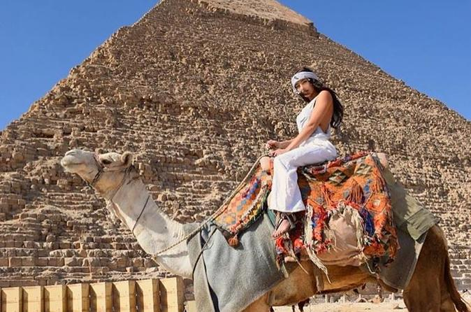Discover the pyramids and Egyptian museum with food tour in Cairo