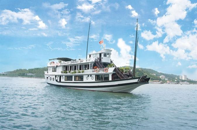 Ha Long Bay 2-Day Deluxe Cruise Tour including Kayaking and Cooking Demonstration