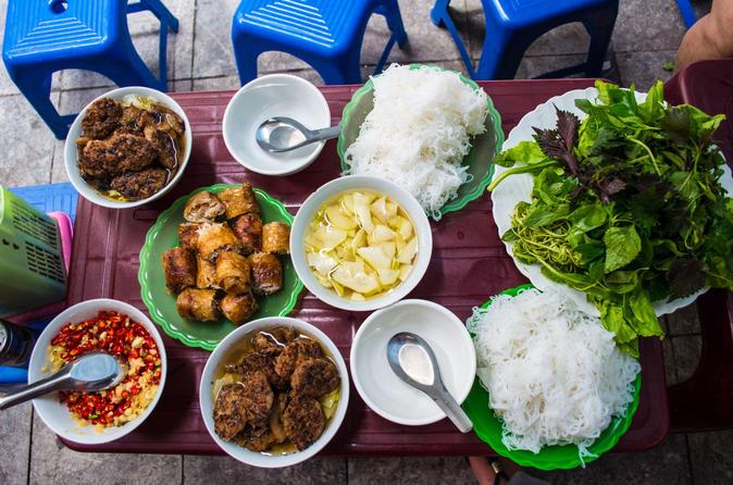 Hanoi Walking Foodie Tour by night