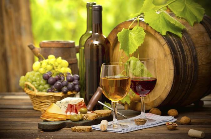 Excursão com degustação de vinho da região dos vinhos Verdes no Porto com almoço