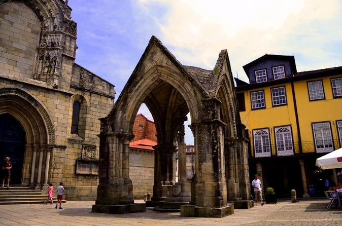 Guimar es and braga small group tour with lunch from porto in porto 302079