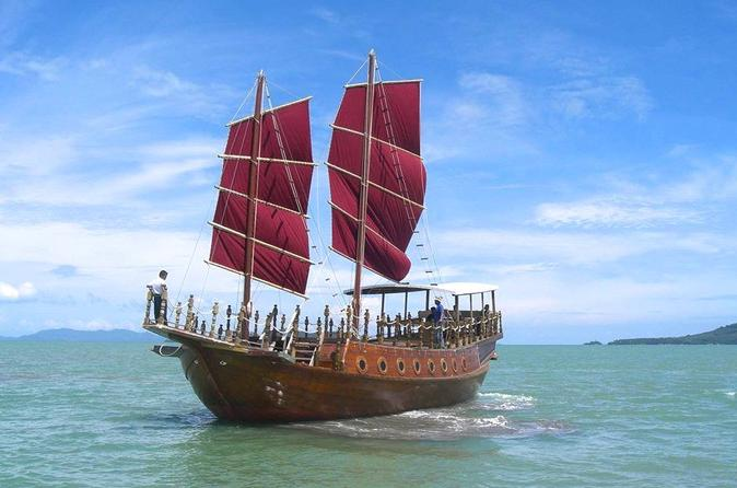 Full-Day Phang Nga Bay by Junk Including Lunch from Phuket