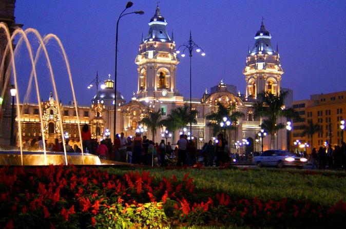 Excursão noturna particular em Lima, incluindo o Circuito Mágico das Águas