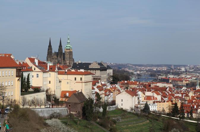 Excursão a pé ao Castelo de Praga e ao Bairro do Castelo incluindo Praça da Cidade Antiga e passeio de bonde
