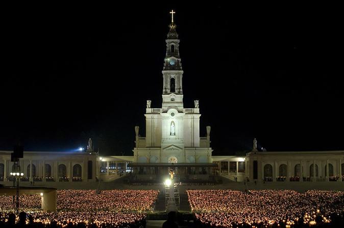 Fátima com excursão privada de meio dia opcional com procissão das velas saindo de Lisboa