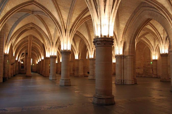 Conciergerie, Sainte-Chapelle, and Notre Dame Cathedral Tour in Paris