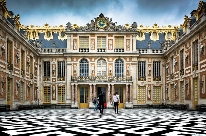 Versailles Small-Group Tour Including Palace Gardens and Trianon
