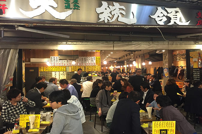 Tokyo Local Food and Drink Experience with a Bar Hopping Master