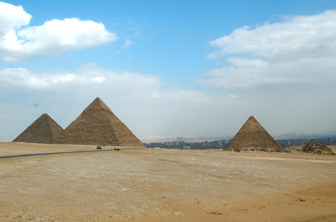Cairo Stopover Day Trip to Pyramids, Egyptian Museum and Bazaar