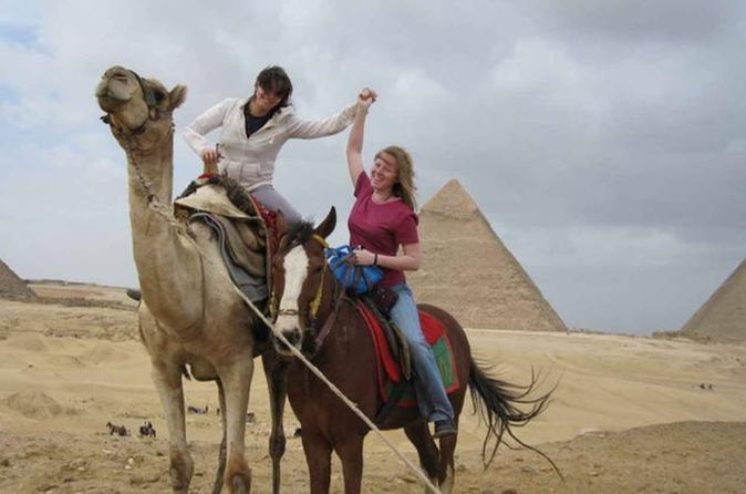 Private Guided Day Tour: Giza Pyramids, Egyptian Museum and Nile Dinner Cruise