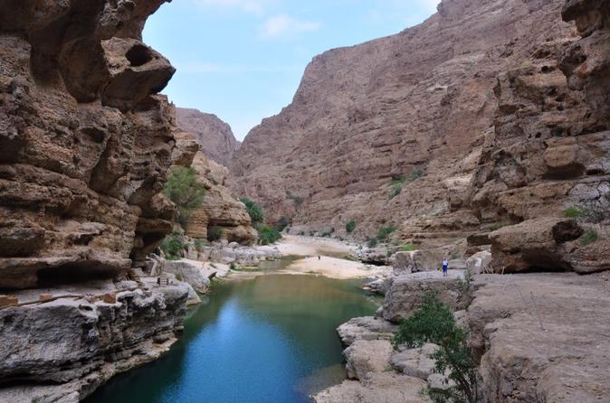 Wadi Sahtan Day Trip in a 4WD Vehicle