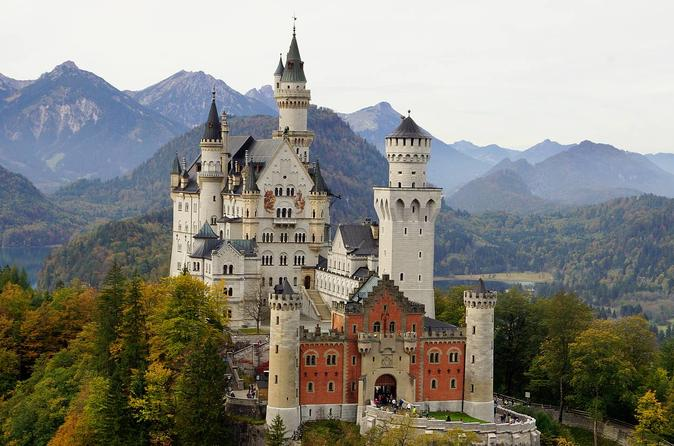 skip the line-tour from Munich to Neuschwantein-Linderhof-oberammergau and Austrian Alps