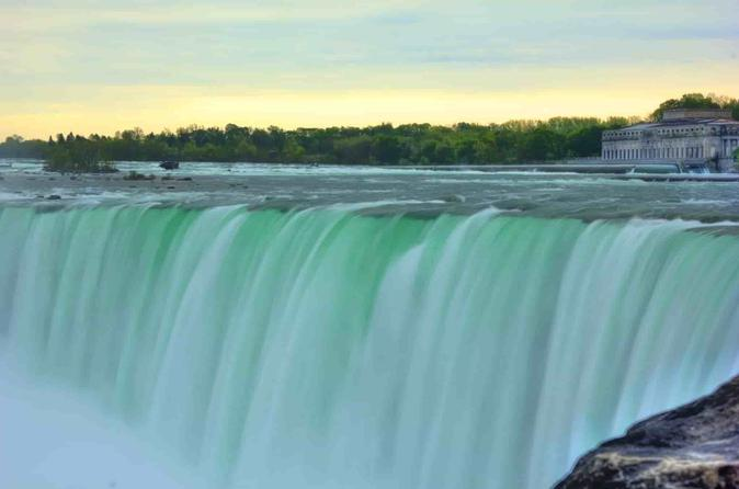 Small-Group Niagara Falls Day Tour with Lunch with Boat Ride