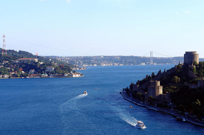 Bosphorus Boat Tour with Spice Bazaar and Rüstem Pasha Mosque Visit in Istanbul