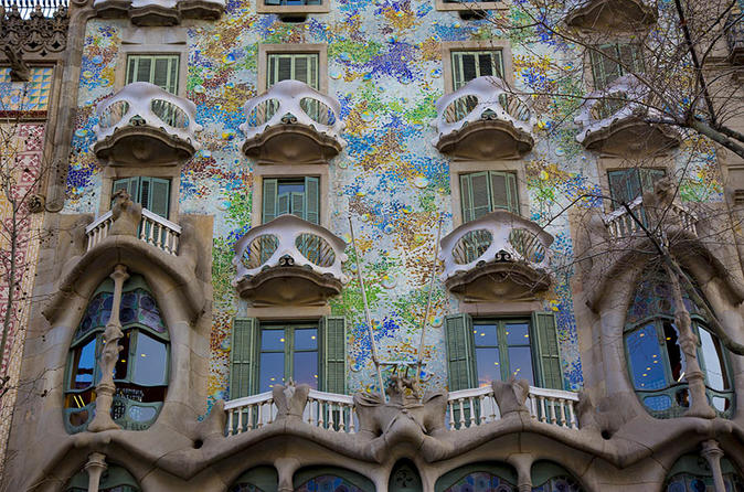 gaudi private walking tour with casa batlló skip the line ticket