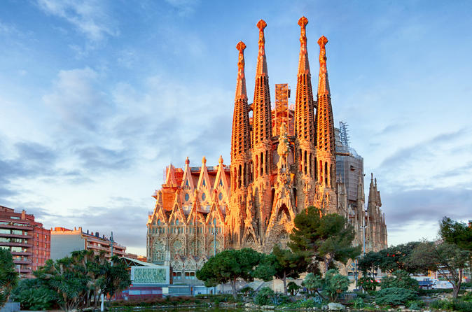 Private Walking Skip the Line Sagrada Familia Tour with Independent Interior Visit
