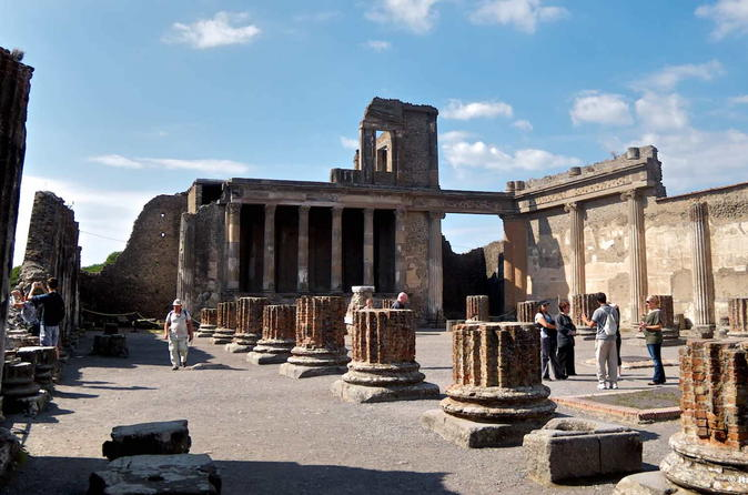 Transfer from Naples to Positano with stop at Pompeii