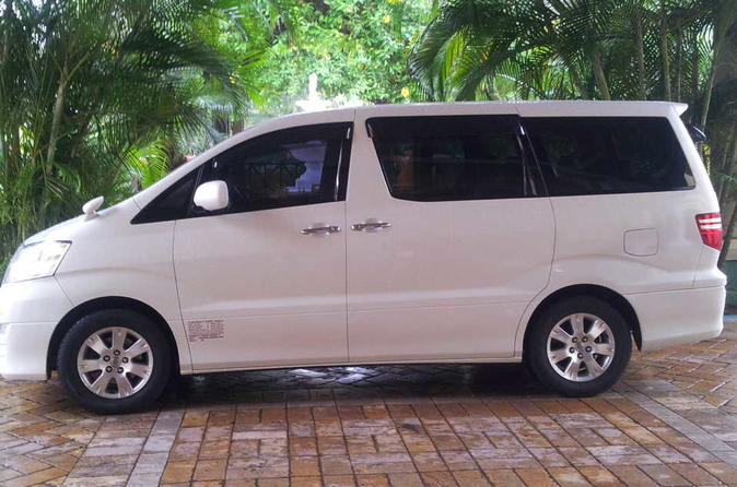 Ocho Rios Hotels Private Roundtrip Airport Transfer from Montego Bay(MBJ)