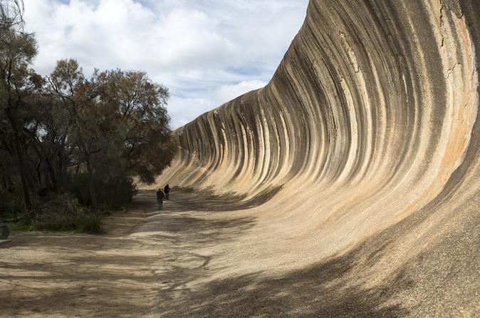 Wave Rock Day Trip from Perth by Luxury Hummer Including Mundaring Weir