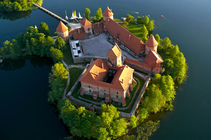 Romantic hot air balloon ride in trakai in trakai 239778